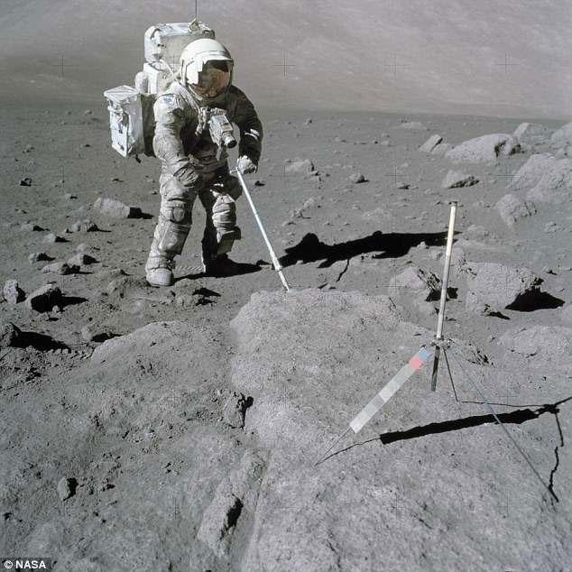 Các phi hành gia lên mặt trăng trở về gặp phải vấn đề hô hấp.
