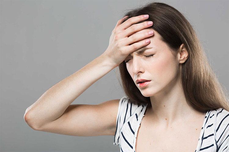 Nhiệt độ môi trường cao có thể gây hoa mắt chóng mặt.