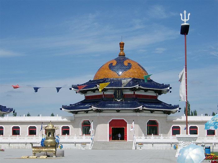 Lăng của Thành Cát Tư Hãn tại Ordos (Ngạc Nhĩ Đa Tư), Nội Mông Cổ, Trung Quốc.