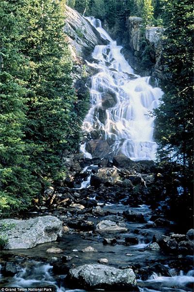 Thác nước Hidden Falls trong Grand Teton.