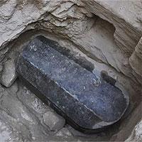 Ai Cập mở nắp quan tài đá cổ 2.000 năm