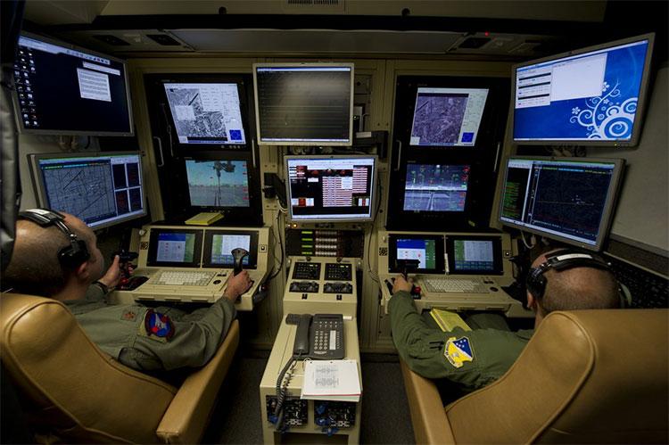 Bên trong phòng điều khiển drone