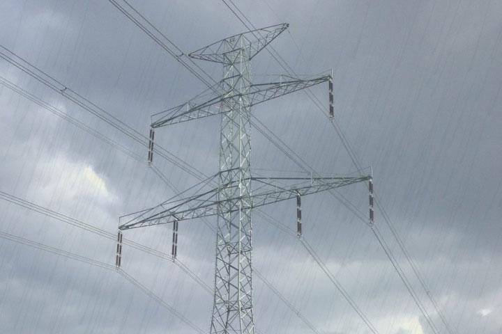 Đoản mạch khiến cho dòng điện chạy qua một đoạn đường ngoài ý muốn, nơi không có hoặc có điện trở thấp.