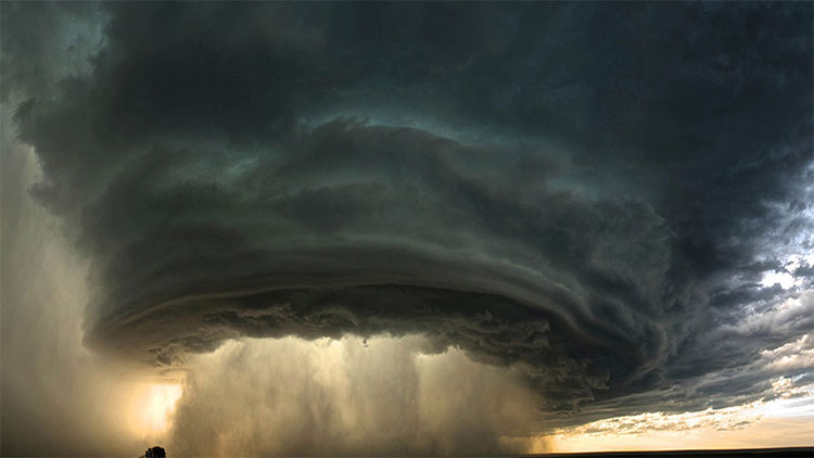 Một siêu bão đang ở giai đoạn phát triển mạnh.
