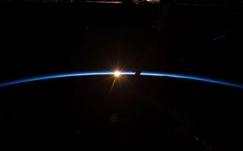 Khoảnh khắc hiếm gặp giữa Mặt trời và Trái đất