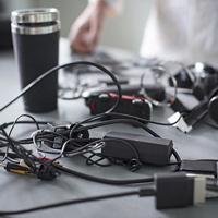 Cảnh giác với vật dụng làm từ nhựa đen: Chúng có thể là rác điện tử tái chế chứa kim loại nặng