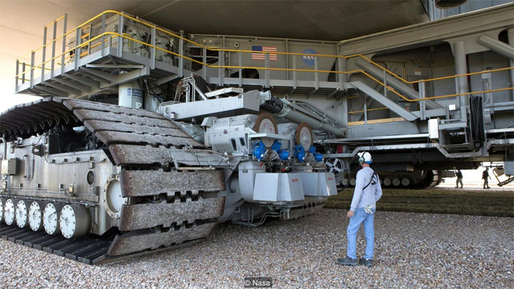 Xe kéo bánh xích của NASA là một trong những phương tiện lớn nhất hành tinh.