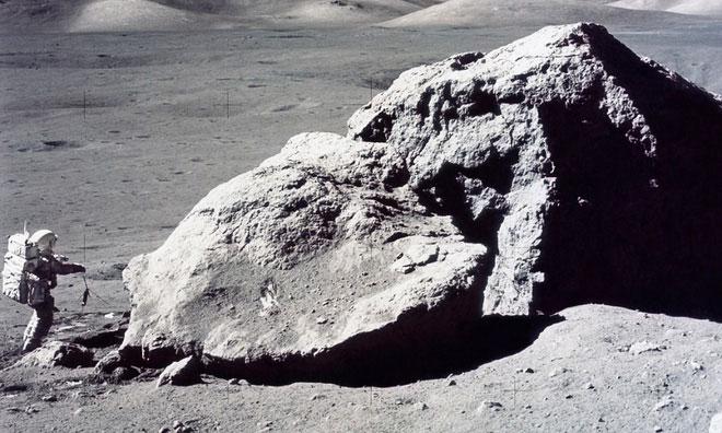 Đất đá trên Mặt trăng chính là nguồn tài nguyên nghiên cứu quý giá nhất.