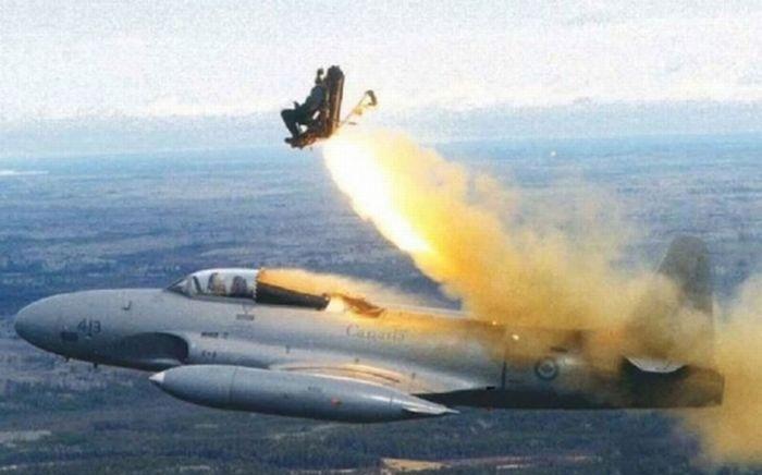Tuy nguy hiểm song ghế phóng đã giúp giữ mạng sống của nhiều phi công.
