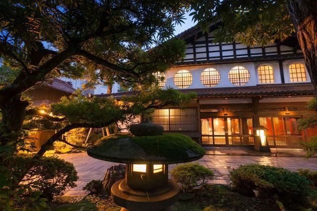 Bên trong Nisiyama Onsen Keiunkan - khách sạn cổ nhất Nhật Bản và thế giới.