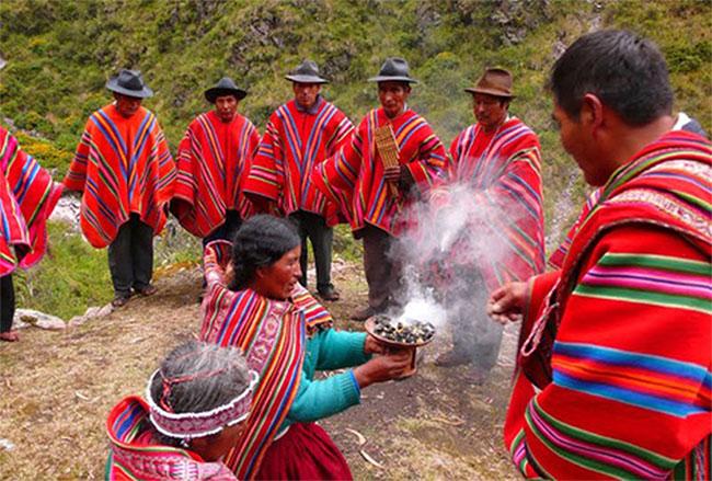 Đây là ngôn ngữ mà chỉ được nói với nhau bởi các thành viên của bộ lạc Kallawaya ở Bolivia.