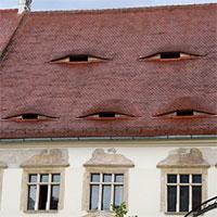 Ở quê hương của Dracula, đến cả nhà cửa cũng khiến người ta lạnh gáy!