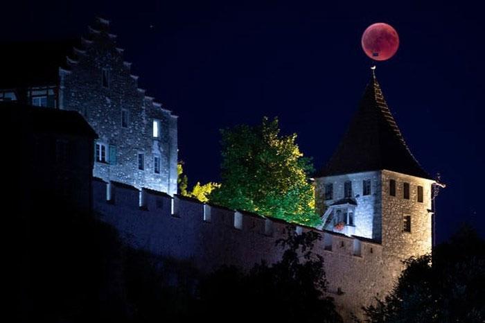 Trăng máu ở Lâu đài Luafen