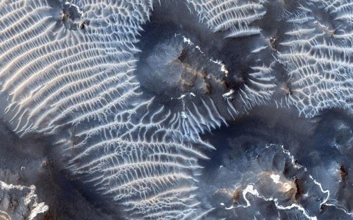 Khu vực có tên là Noctis Labyrinthus nằm trên vùng cao Tharsis