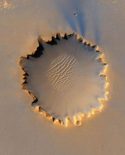 Miệng núi lửa Victoria trên sao Hỏa.