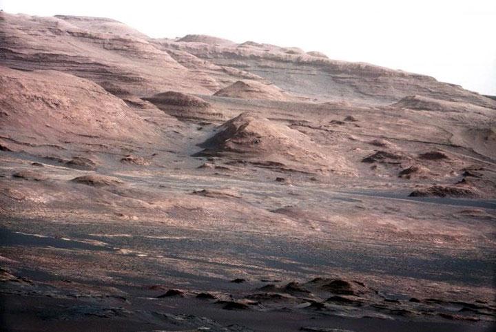Chân núi Sharp trên sao Hỏa.