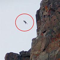 Ngỗng con sống sót khi rơi từ vách đá cao 122m