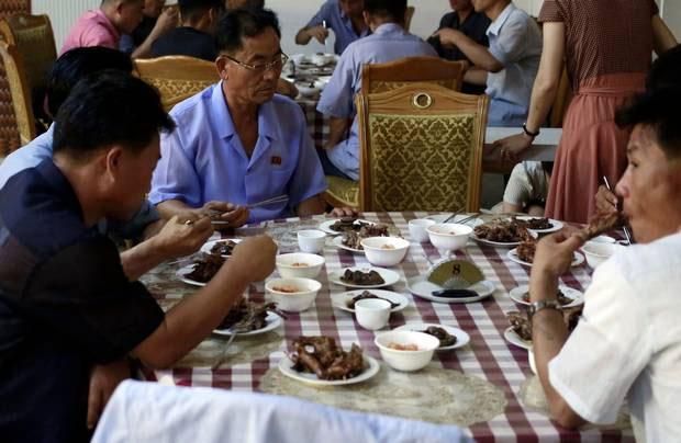 Các cư dân trên bán đảo Triều Tiên có truyền thống ăn thịt chó vào dịp sambok.