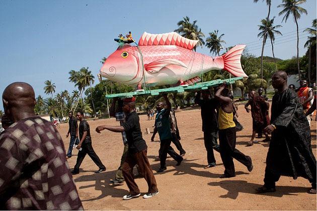 Người thợ mộc 71 tuổi hy vọng có thể tuyên truyền về nét văn hóa đặc biệt của người Ghana với thế giới.