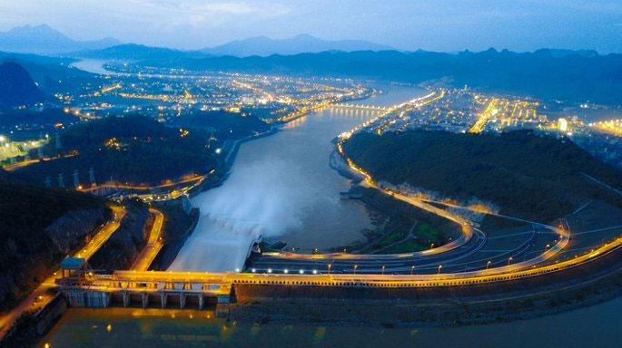 Thủy điện Hòa Bình về đêm.