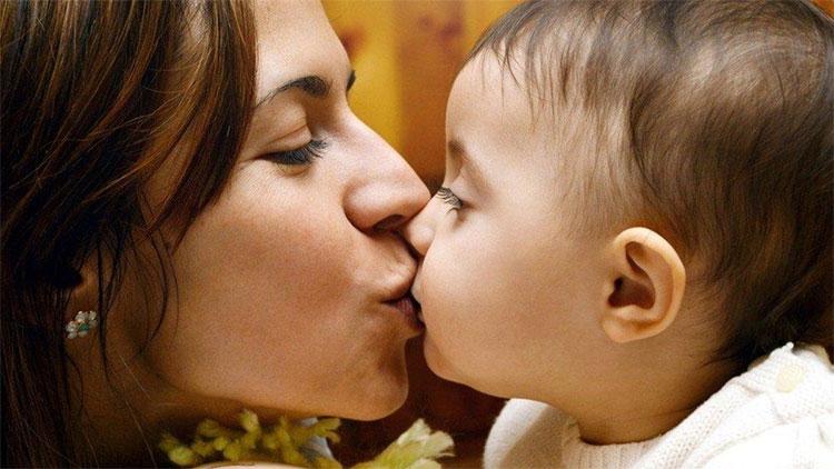 Khi hôn, vi khuẩn và virus có thể xâm nhập từ đường miệng và lây nhiễm nhiều căn bệnh.