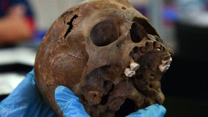 Hộp sọ đứa trẻ, vật tế thần được tìm thấy ở chân đền Templo Mayor.