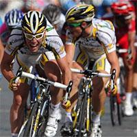 Cách bứt tốcđể giành chiến thắng trong những mét cuối cùng của chặng đua xe đạp