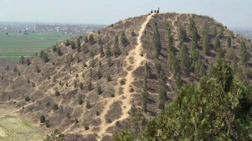 Một kim tự tháp trên cao nguyên Xi'an, Trung Quốc