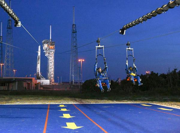 SpaceX nói rằng họ sẽ đưa các đội phi hành gia lên không vào tháng Tư năm sau