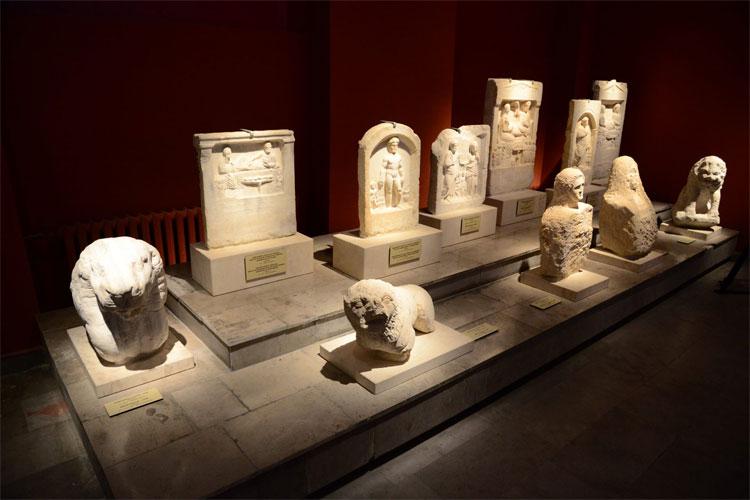Các loại tượng phù điêu tìm thấy tại nghĩa địa Varna.