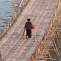 Cầu tre dài hơn một kilomet có thể chịu tải 4 tấn