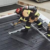 Lính cứu hỏa cũng phải ngả mũ vì độ bền mái ngói năng lượng mặt trời của Tesla