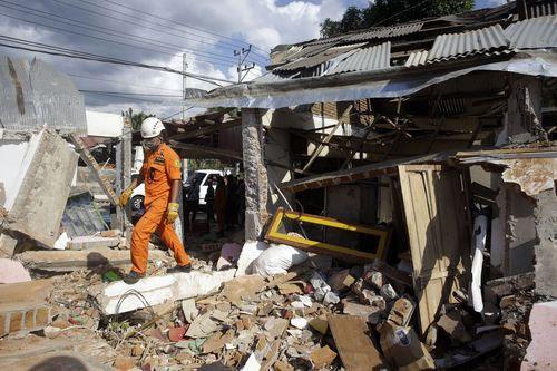 Cảnh tượng đổ nát tại đảo Lombok sau trận động đất khiến hơn 300 người chết.