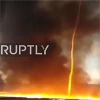 Lính cứu hỏa chụp lại cảnh lốc xoáy lửa quái lạ oanh tạc bầu trời