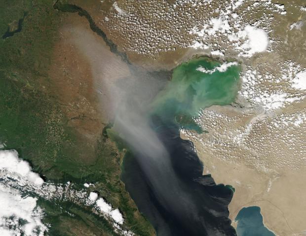 Một cơn bão bụi trên biển Caspian năm 2014.