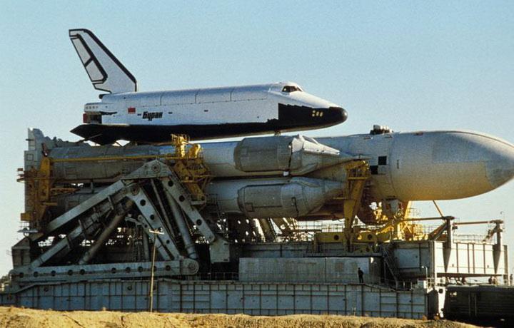 Tàu con thoi không gian Buran với tên lửa đẩy Energia