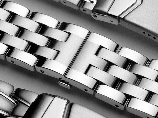 Thép không gỉ được sử dụng khá nhiều trong mọi mặt của đời sống, ví dụ như dây đeo đồng hồ.
