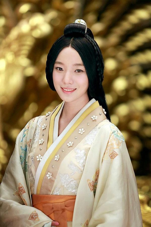 Khi rời phủ Bình Dương về cung, Hán Vũ Đế cũng mang theo nàng Vệ Tử Phu theo cùng.