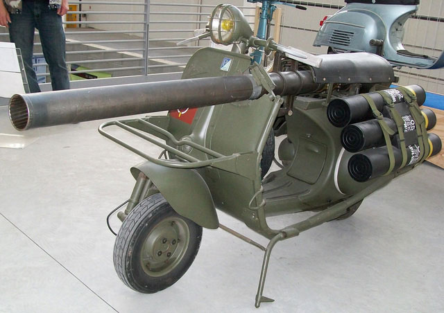 Pháo gắn trên xe máy