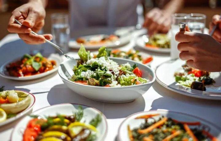 Hãy chắc chắn rằng, bạn luôn ăn nhiều rau, củ, quả chứa vitamin D.