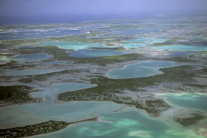 Đây chính là đảo Giáng sinh, còn đảo Sarah Anne thì không thể xác định.