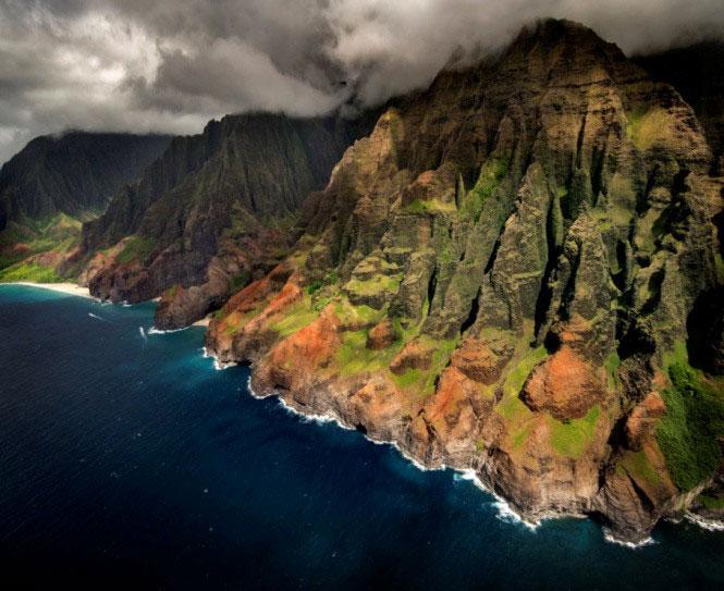 Từ trên không nhìn xuống một phần của quần đảo Hawaii ngày nay.