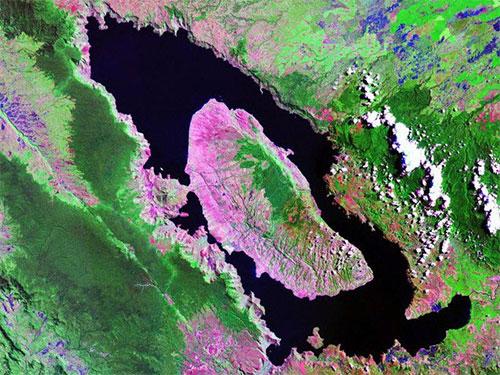 Ảnh vệ tinh hồ Toba, Sumatra, Indonesia.