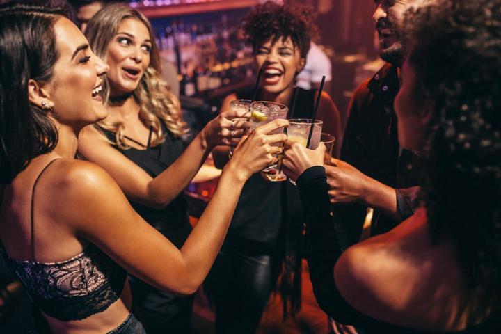 Trung bình một sinh viên Mỹ đang tiêu thụ 6-7 cốc đồ uống có cồn trong mỗi cuộc nhậu.