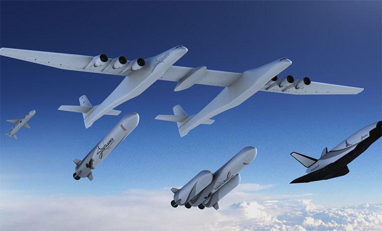 Stratolauch và 4 phương tiện phóng sẽ được chở giữa hai thân máy bay.