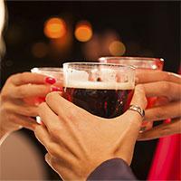 Uống rượu pha nước tăng lực khiến bạn… muốn đánh bạn nhậu