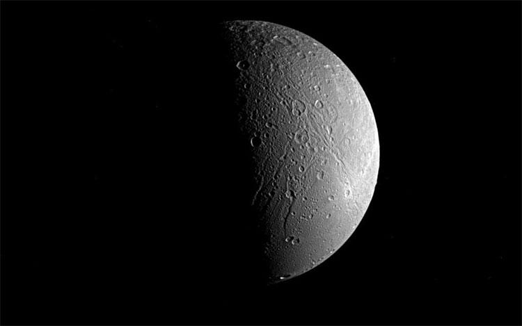 Mặt trăng Dione