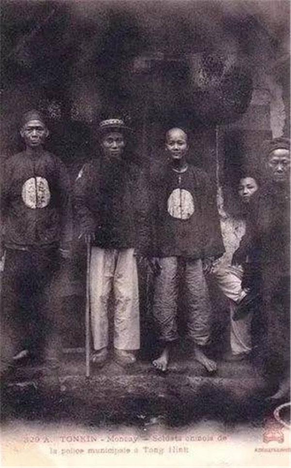 Binh sỹ trấn thủ Thành Đô đời Thanh.