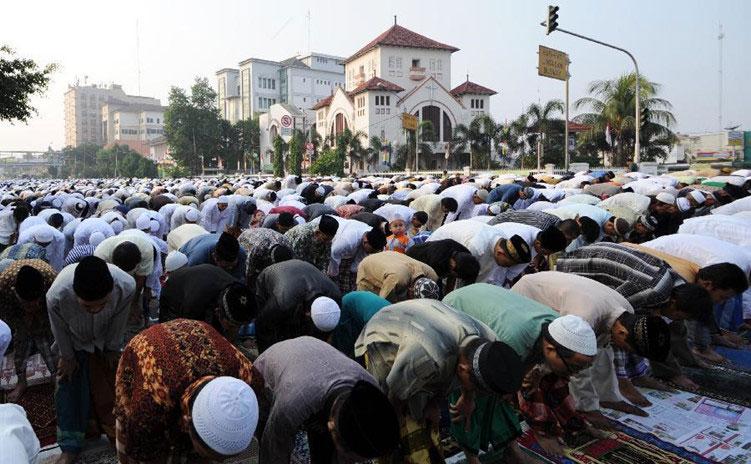 Indonesia là quốc gia Hồi giáo nên các nhà hàng ở Indonesia không phục vụ các món ăn chế biến từ thịt lợn và bia.