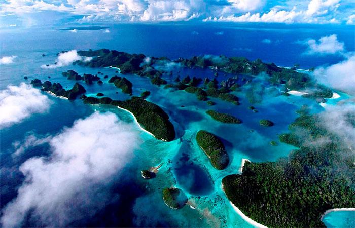 Indonesia là quốc gia có nhiều đảo trên thế giới, với hơn 13.000 hòn đảo lớn nhỏ.